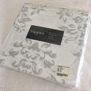 Tahari 300 thread 4 piece sheet set Full
